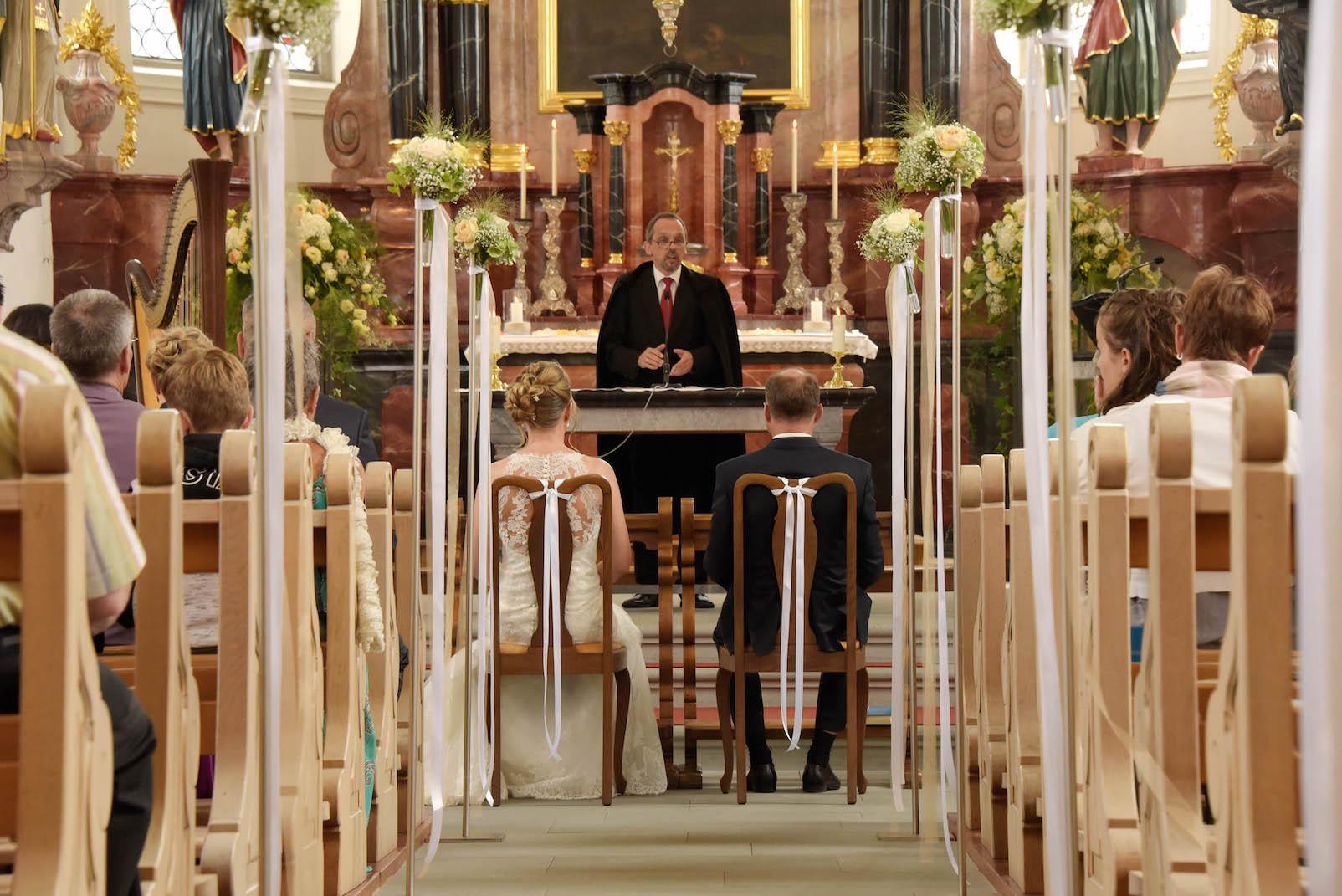 Hochzeit kirche bl tenart for Raumgestaltung hochzeit