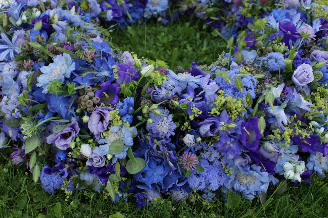 Trauer kranz blau gruen bl tenart for Raumgestaltung pflanzen
